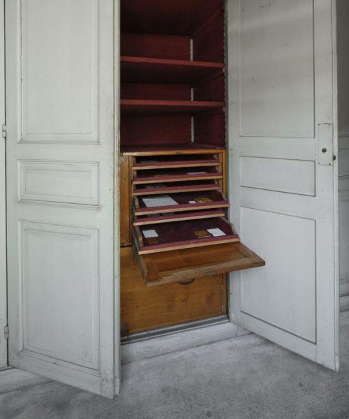 Lettres à Camondo (hold still), installation view