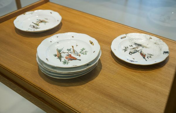 Meissen plates from the von Klemperer Collection (installation view)