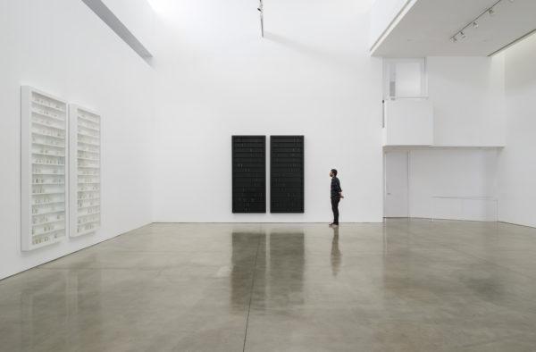 Lichtzwang, black milk, installation view